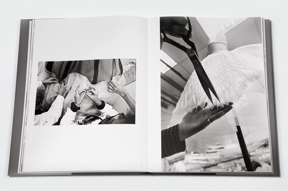 """""""Dior, 30 avenue Montaigne"""", photographies par Gérard Uféras, textes de Jérôme Hanover, Editions Terre Bleue"""