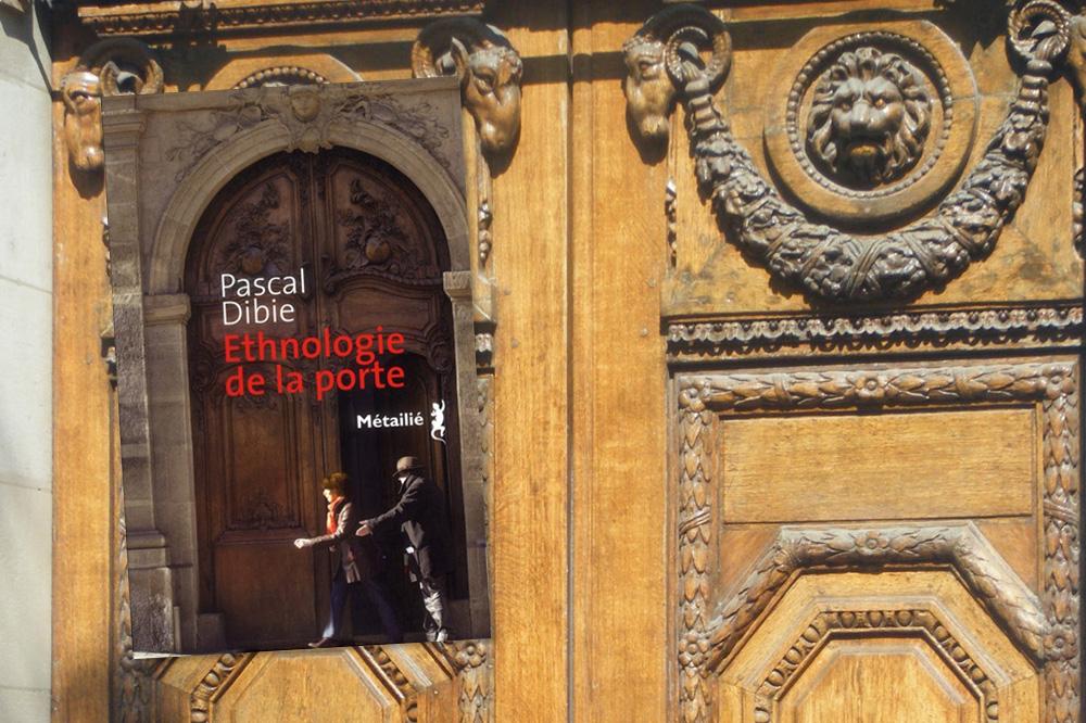 """""""Ethnologie de la porte"""", de Pascal Dibie, éditions Métailié"""