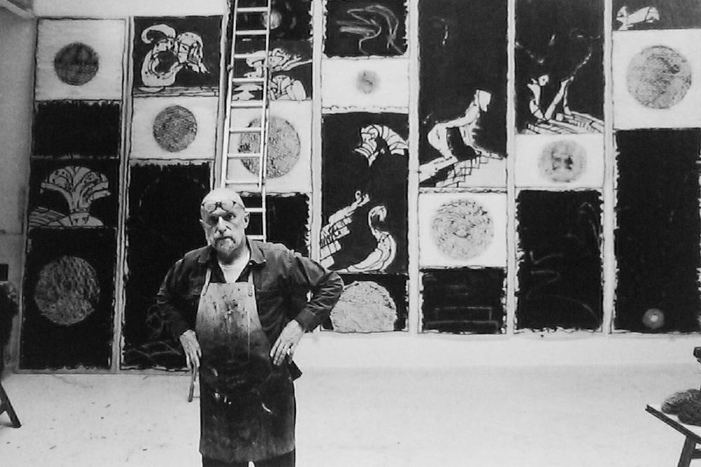 Pierre Alechinsky dans son atelier