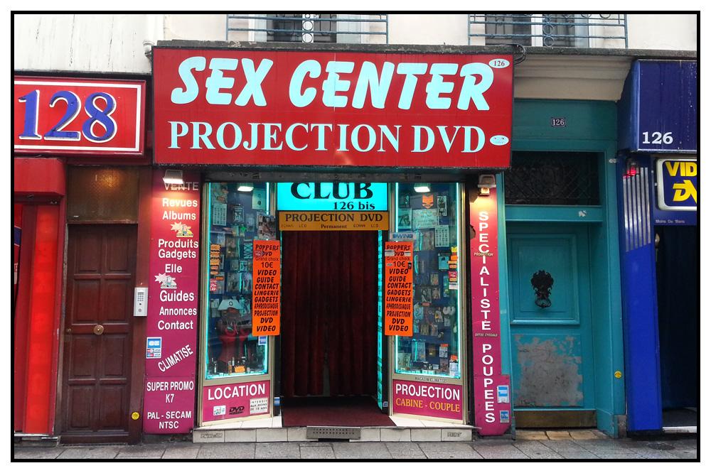 Paris-est-une-fete_sex-shop-rue-saint-denis_v05