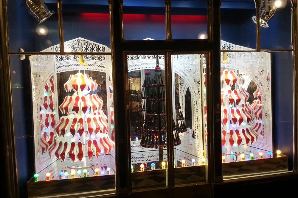 vitrines-de-noel-Paris_2014_stephane-chemin_31_Christian-Louboutin