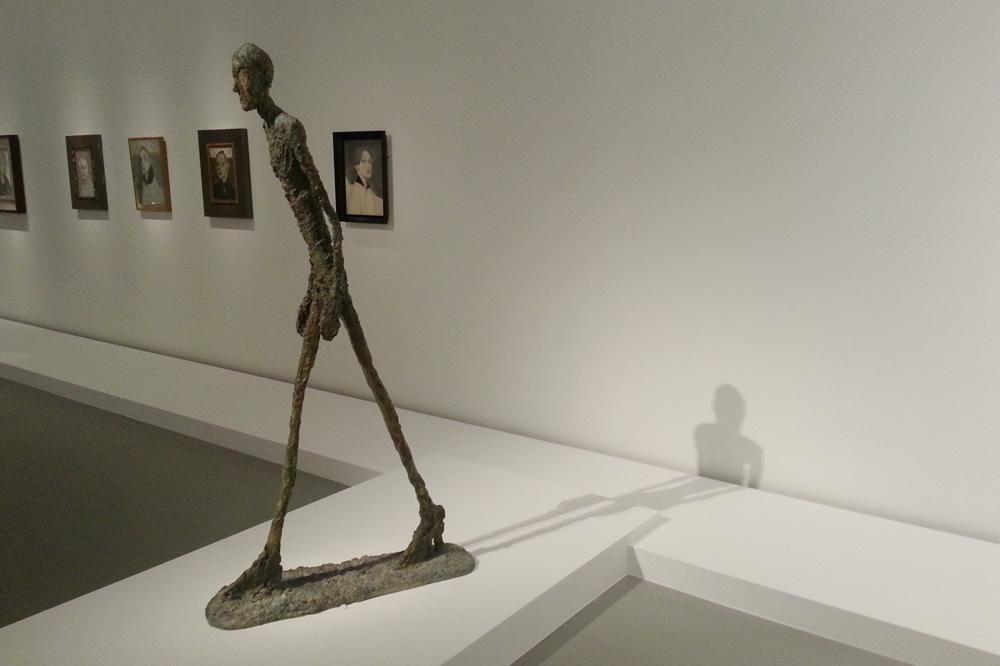 Fondation-Vuitton-les-clefs-d-une-passion_copiright-Stephane-Chemin_le-mot-la-chose_12_Alberto-Giacometti-l-homme-qui-marche