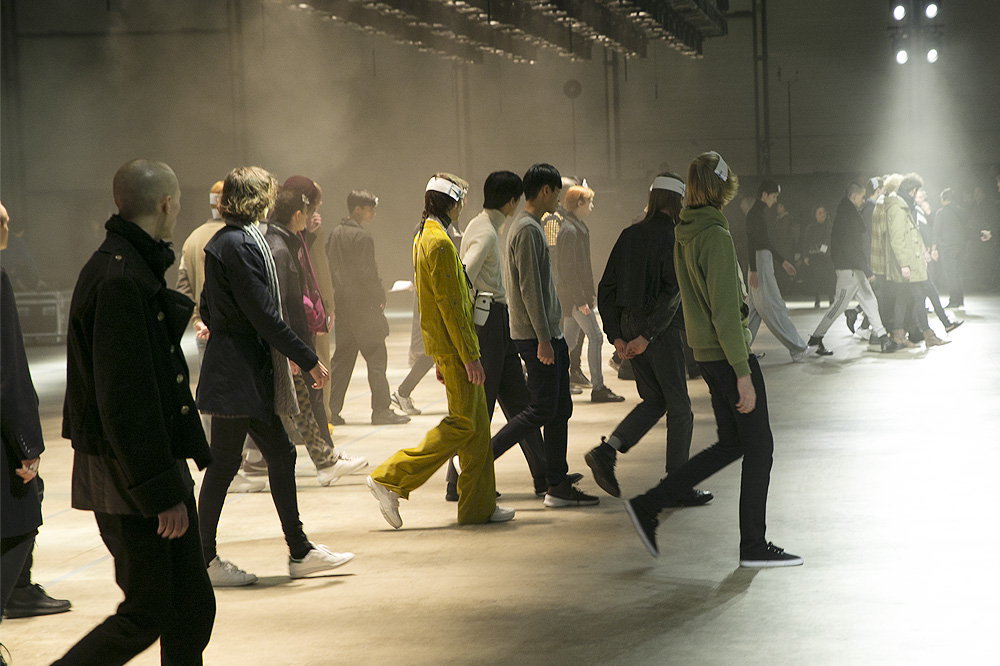 B_Kenzo_Backstage-Homme-fw1617-paris-fashion-week_le-Mot-la-Chose_Stephane-Chemin-photographe-freelance_00a