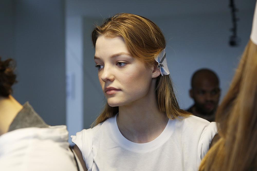 B_Anthonio-Vaccarelo_BACKSTAGE_womenswear-fw1617-paris-fashion-week_le-Mot-la-Chose_Stephane-Chemin-photographe-freelance_04