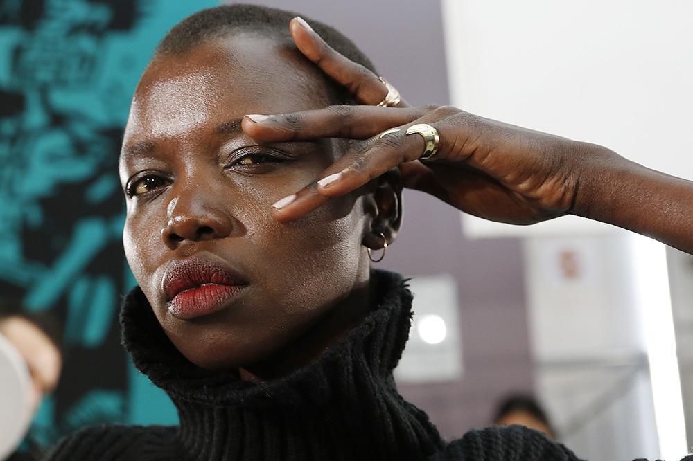 D_Guy-Laroche_BACKSTAGE_womenswear-fw1617-paris-fashion-week_le-Mot-la-Chose_Stephane-Chemin-photographe-freelance_02