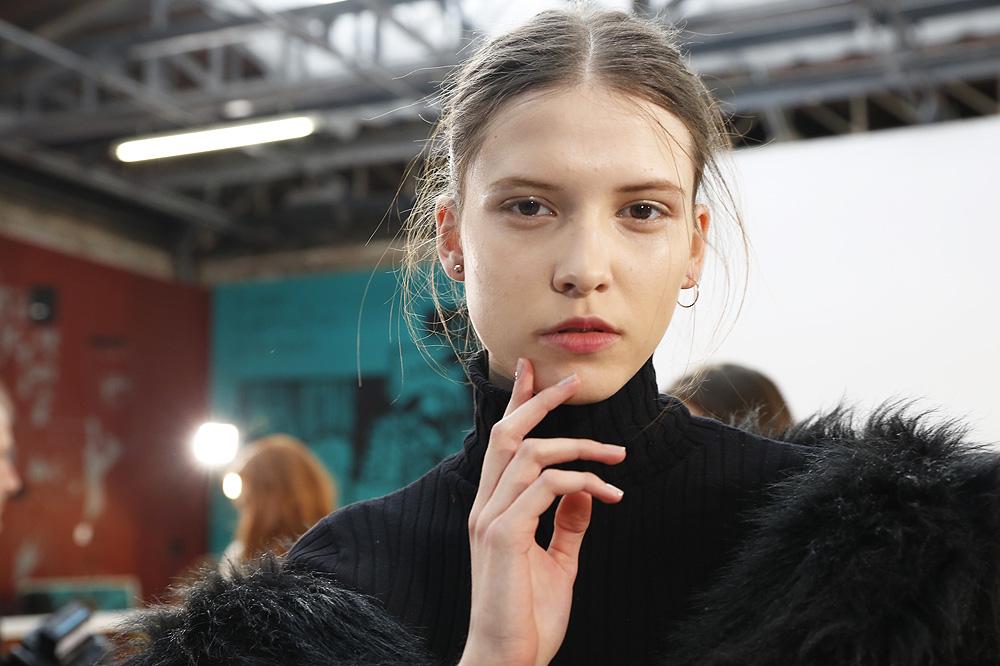 D_Guy-Laroche_BACKSTAGE_womenswear-fw1617-paris-fashion-week_le-Mot-la-Chose_Stephane-Chemin-photographe-freelance_03