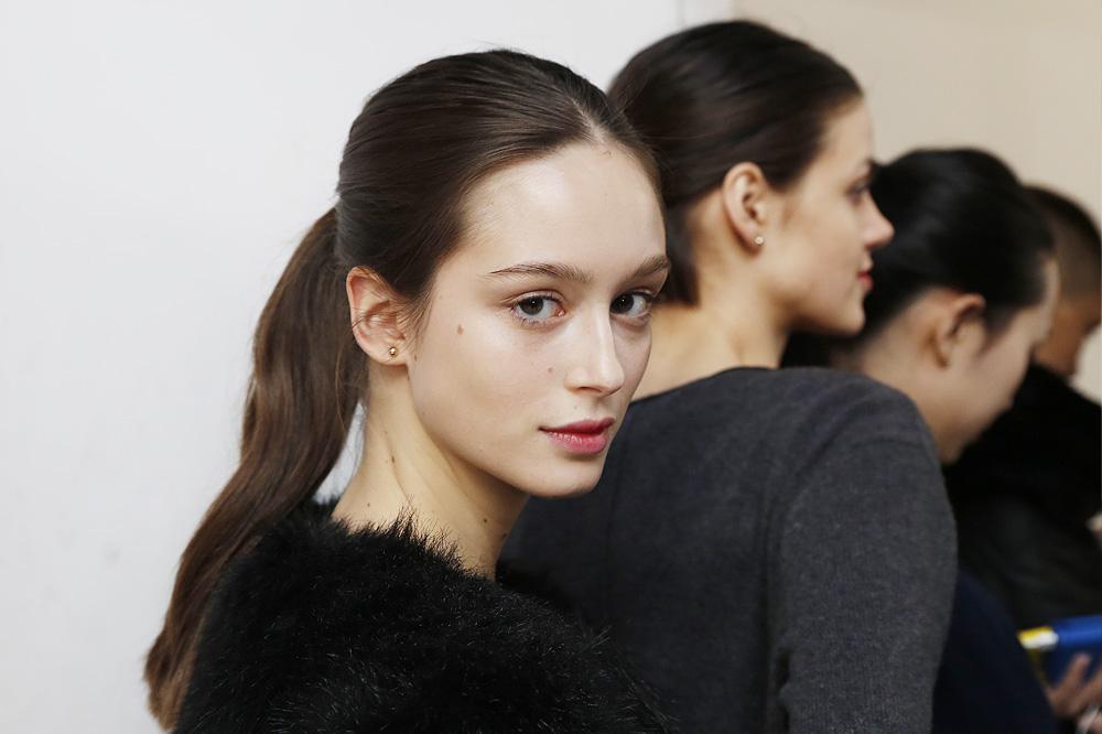 D_Guy-Laroche_BACKSTAGE_womenswear-fw1617-paris-fashion-week_le-Mot-la-Chose_Stephane-Chemin-photographe-freelance_04