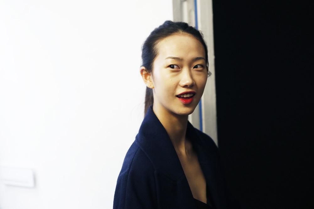 D_Guy-Laroche_BACKSTAGE_womenswear-fw1617-paris-fashion-week_le-Mot-la-Chose_Stephane-Chemin-photographe-freelance_06