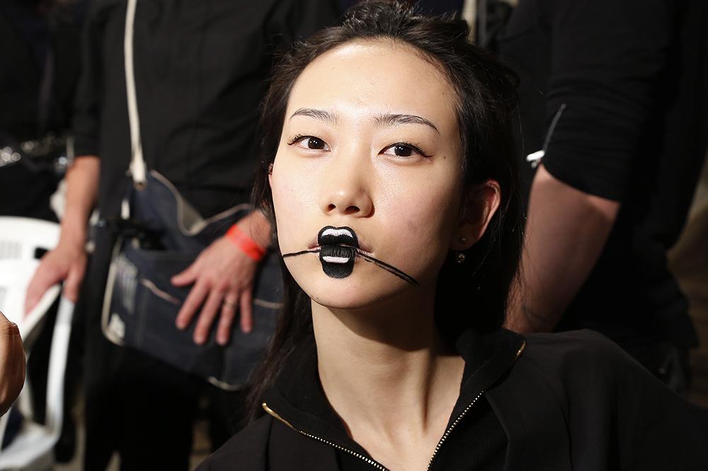 E_Yohji-Yamamoto_BACKSTAGE_womenswear-fw1617-paris-fashion-week_le-Mot-la-Chose_Stephane-Chemin-photographe-freelance_02