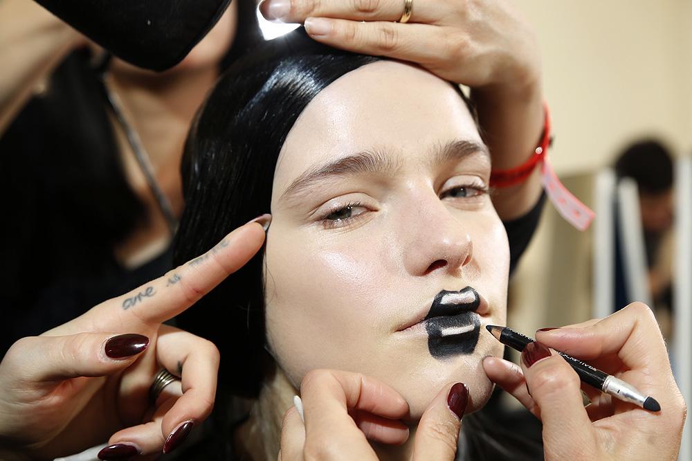 E_Yohji-Yamamoto_BACKSTAGE_womenswear-fw1617-paris-fashion-week_le-Mot-la-Chose_Stephane-Chemin-photographe-freelance_03