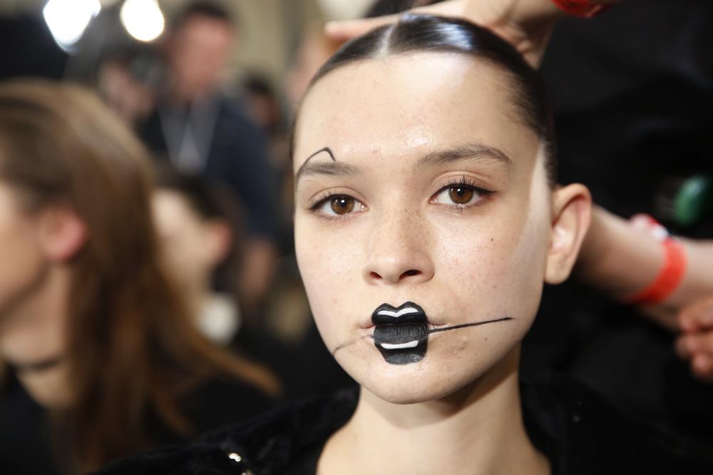 E_Yohji-Yamamoto_BACKSTAGE_womenswear-fw1617-paris-fashion-week_le-Mot-la-Chose_Stephane-Chemin-photographe-freelance_06