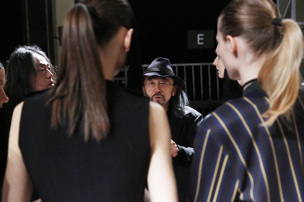 E_Yohji-Yamamoto_BACKSTAGE_womenswear-fw1617-paris-fashion-week_le-Mot-la-Chose_Stephane-Chemin-photographe-freelance_11