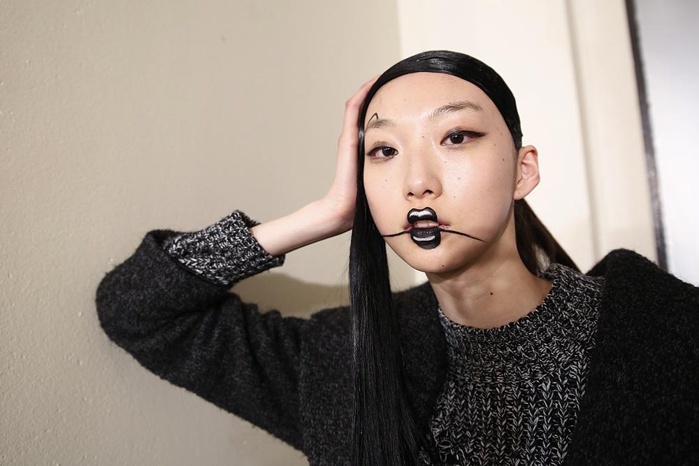 E_Yohji-Yamamoto_BACKSTAGE_womenswear-fw1617-paris-fashion-week_le-Mot-la-Chose_Stephane-Chemin-photographe-freelance_18