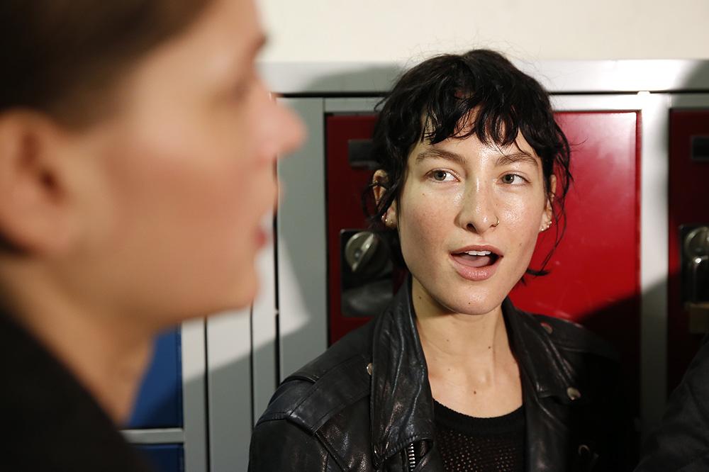 F_John-Galliano_BACKSTAGE_womenswear-fw1617-paris-fashion-week_le-Mot-la-Chose_Stephane-Chemin-photographe-freelance_08