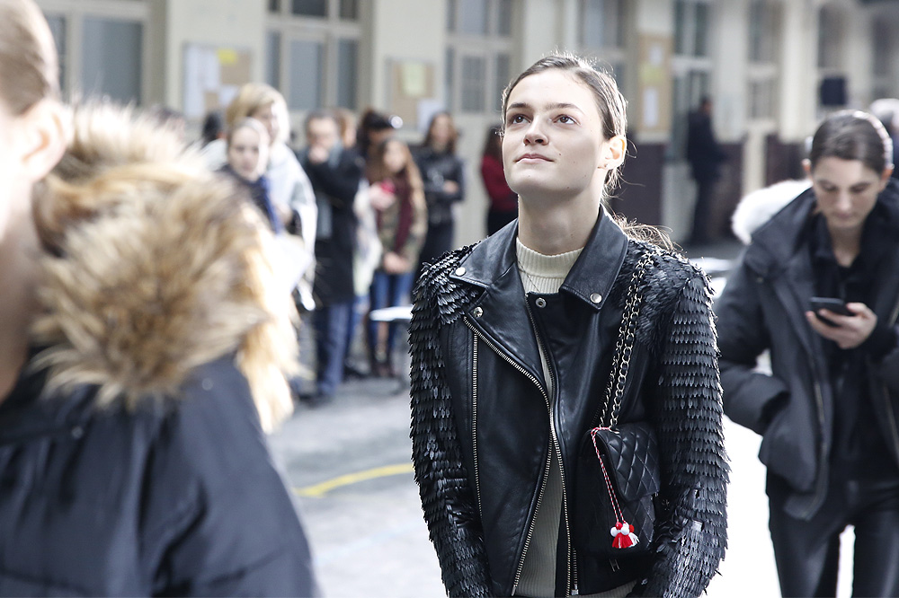 F_John-Galliano_BACKSTAGE_womenswear-fw1617-paris-fashion-week_le-Mot-la-Chose_Stephane-Chemin-photographe-freelance_09