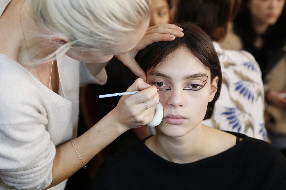 G_Kenzo_BACKSTAGE_womenswear-fw1617-paris-fashion-week_le-Mot-la-Chose_Stephane-Chemin-photographe-freelance_01