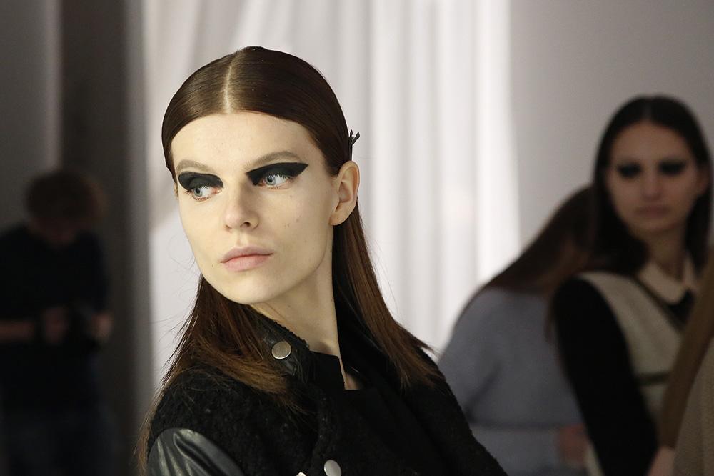 H_Yde_BACKSTAGE_womenswear-fw1617-paris-fashion-week_le-Mot-la-Chose_Stephane-Chemin-photographe-freelance_03