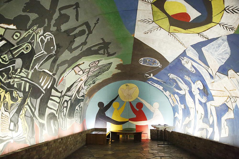 """""""La Guerre et de la Paix"""" de Picasso installé dans la chapelle romane du château de Vallauris"""