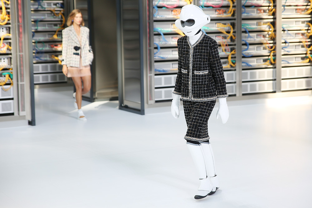 chanel_data-center-chanel_pfw-ss17_le-mot-et-la-chose_copyright-stephane-chemin_04