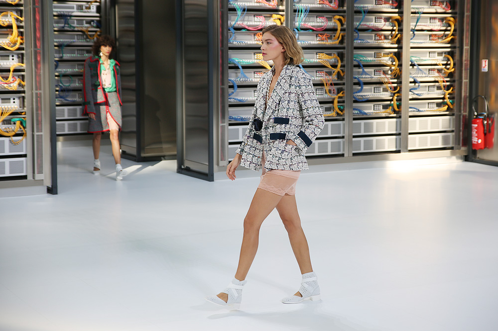 chanel_data-center-chanel_pfw-ss17_le-mot-et-la-chose_copyright-stephane-chemin_05