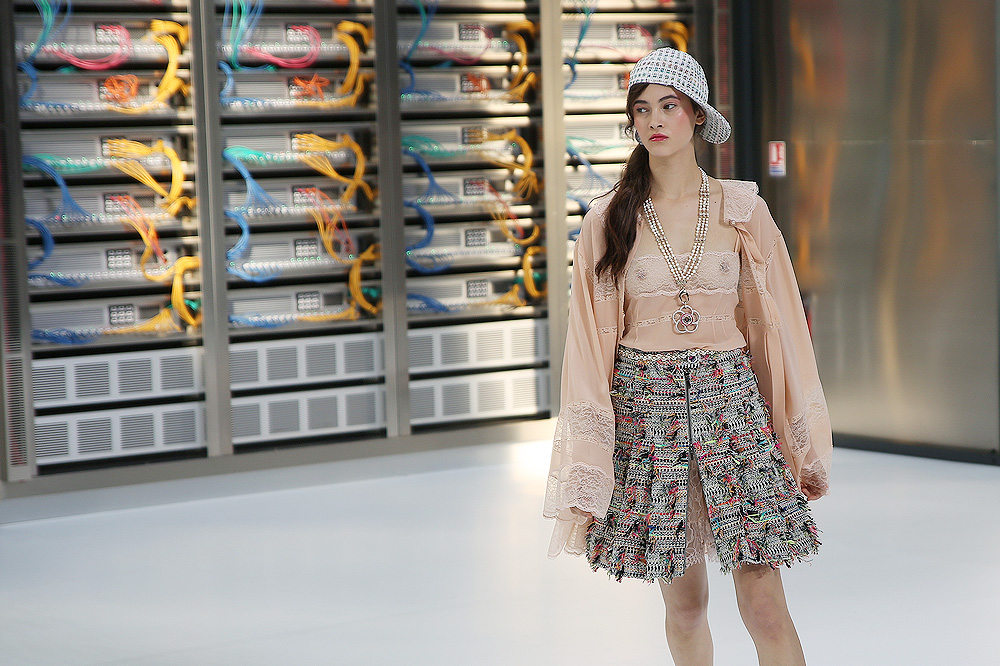 chanel_data-center-chanel_pfw-ss17_le-mot-et-la-chose_copyright-stephane-chemin_07