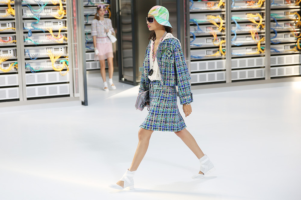 chanel_data-center-chanel_pfw-ss17_le-mot-et-la-chose_copyright-stephane-chemin_11