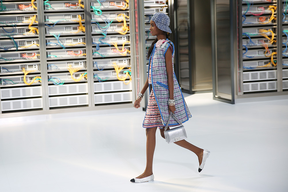 chanel_data-center-chanel_pfw-ss17_le-mot-et-la-chose_copyright-stephane-chemin_15