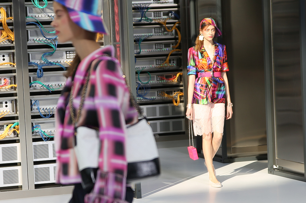 chanel_data-center-chanel_pfw-ss17_le-mot-et-la-chose_copyright-stephane-chemin_18