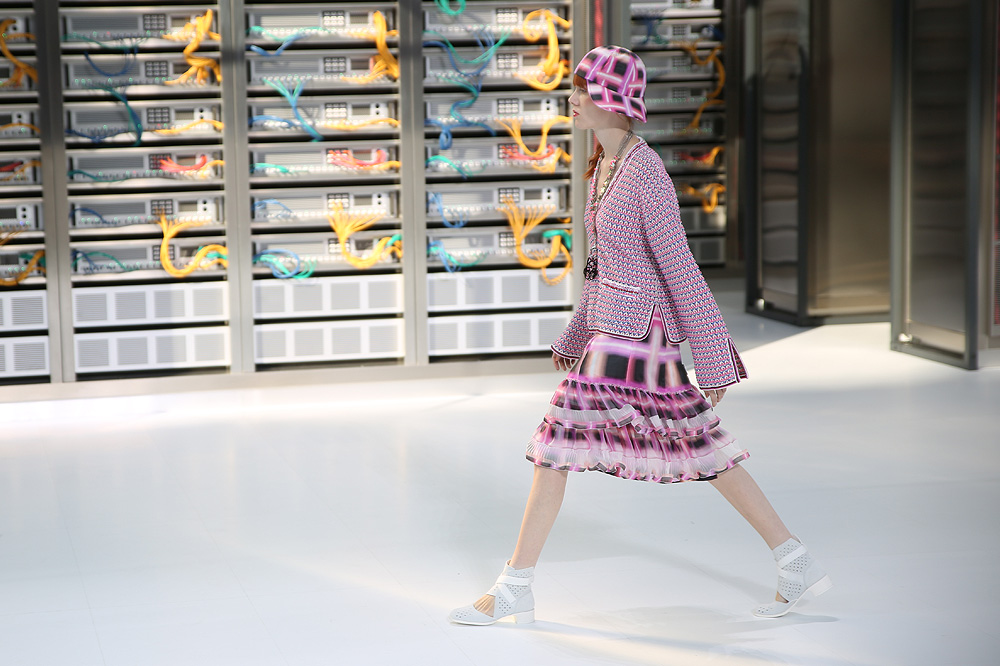chanel_data-center-chanel_pfw-ss17_le-mot-et-la-chose_copyright-stephane-chemin_25