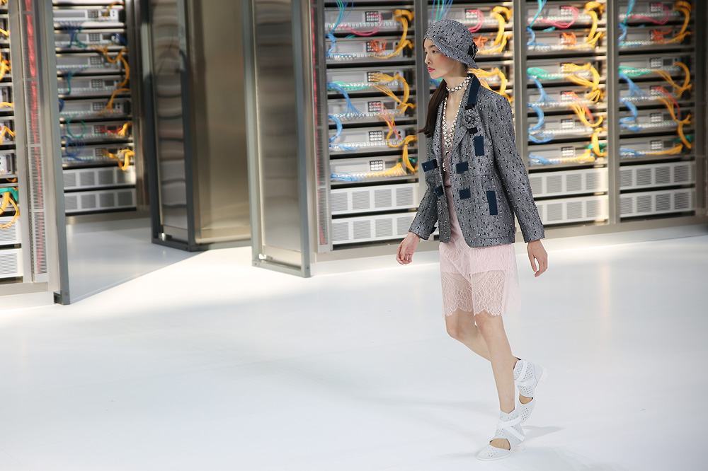 chanel_data-center-chanel_pfw-ss17_le-mot-et-la-chose_copyright-stephane-chemin_30