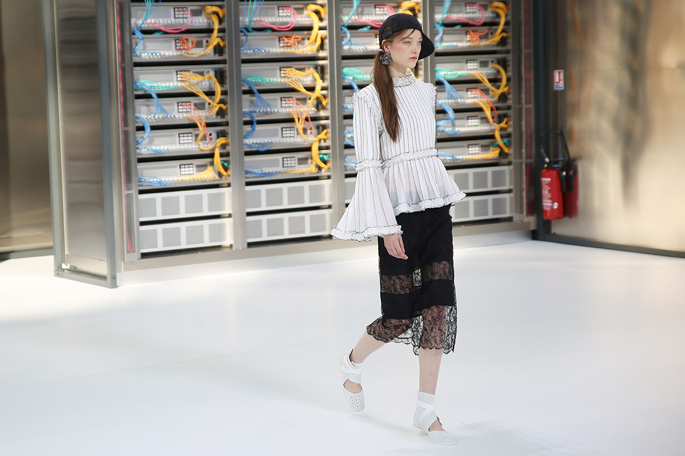 chanel_data-center-chanel_pfw-ss17_le-mot-et-la-chose_copyright-stephane-chemin_33