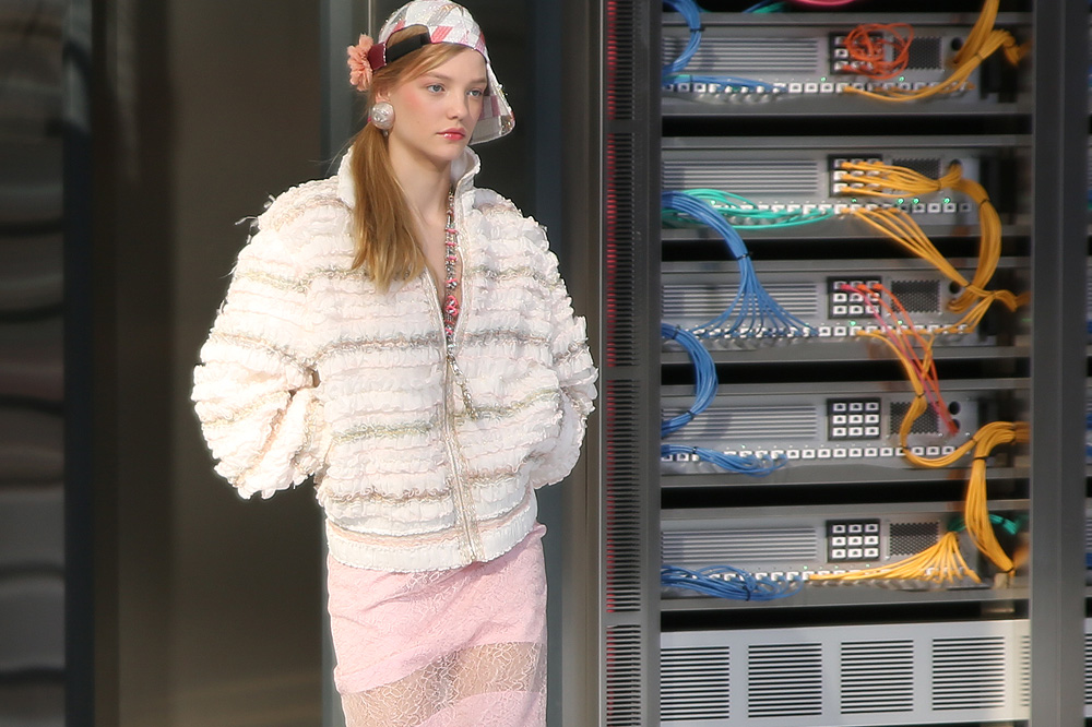 chanel_data-center-chanel_pfw-ss17_le-mot-et-la-chose_copyright-stephane-chemin_34