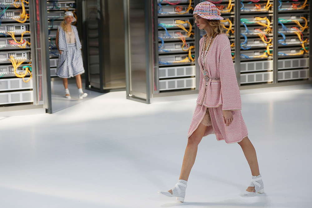 chanel_data-center-chanel_pfw-ss17_le-mot-et-la-chose_copyright-stephane-chemin_35