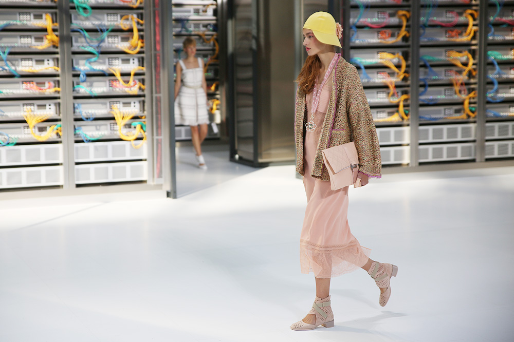 chanel_data-center-chanel_pfw-ss17_le-mot-et-la-chose_copyright-stephane-chemin_36