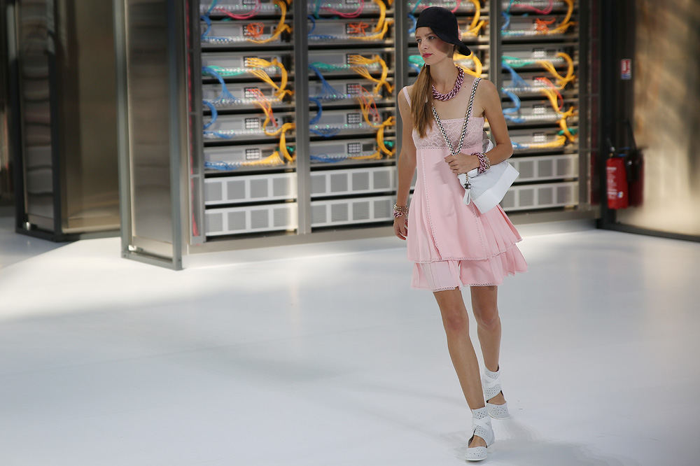 chanel_data-center-chanel_pfw-ss17_le-mot-et-la-chose_copyright-stephane-chemin_38