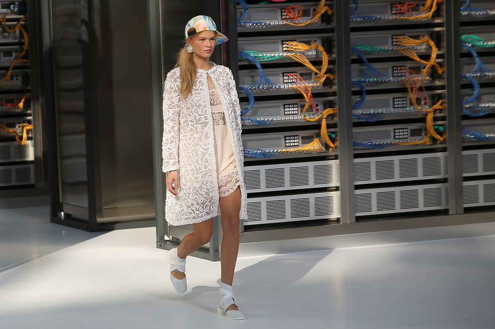 chanel_data-center-chanel_pfw-ss17_le-mot-et-la-chose_copyright-stephane-chemin_39