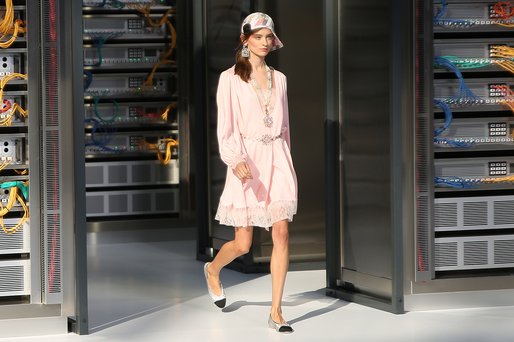 chanel_data-center-chanel_pfw-ss17_le-mot-et-la-chose_copyright-stephane-chemin_41
