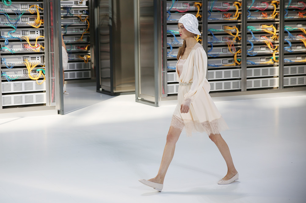 chanel_data-center-chanel_pfw-ss17_le-mot-et-la-chose_copyright-stephane-chemin_43