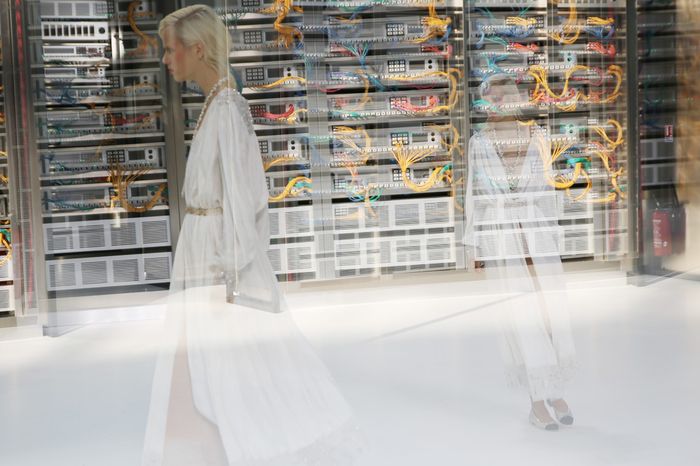 chanel_data-center-chanel_pfw-ss17_le-mot-et-la-chose_copyright-stephane-chemin_45