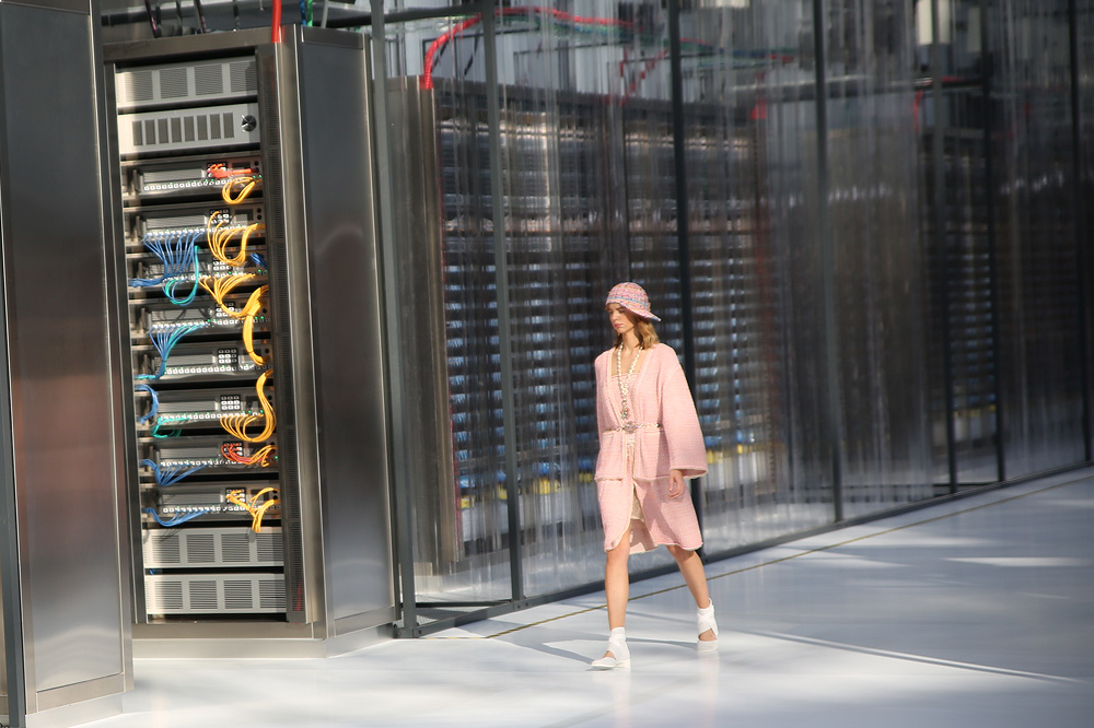 chanel_data-center-chanel_pfw-ss17_le-mot-et-la-chose_copyright-stephane-chemin_46
