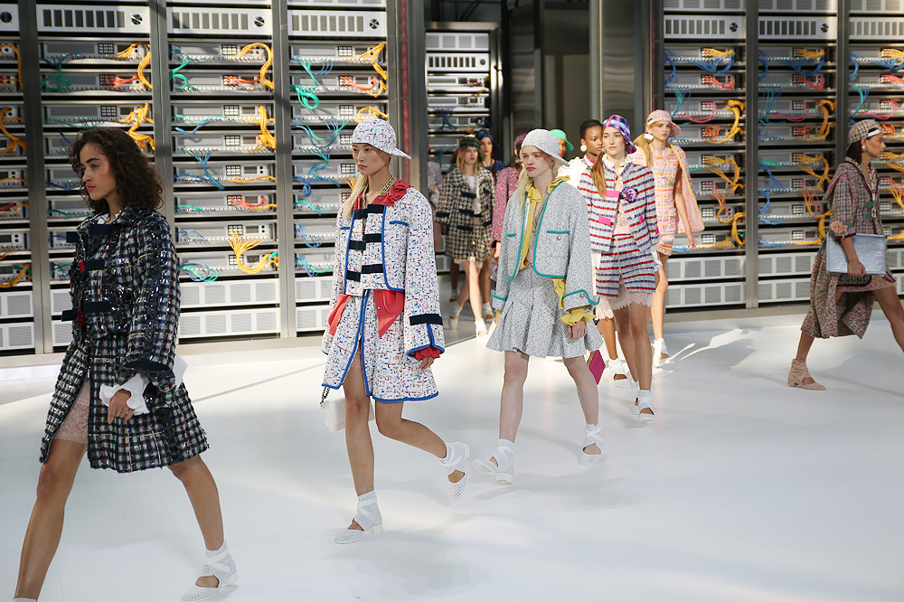 chanel_data-center-chanel_pfw-ss17_le-mot-et-la-chose_copyright-stephane-chemin_48