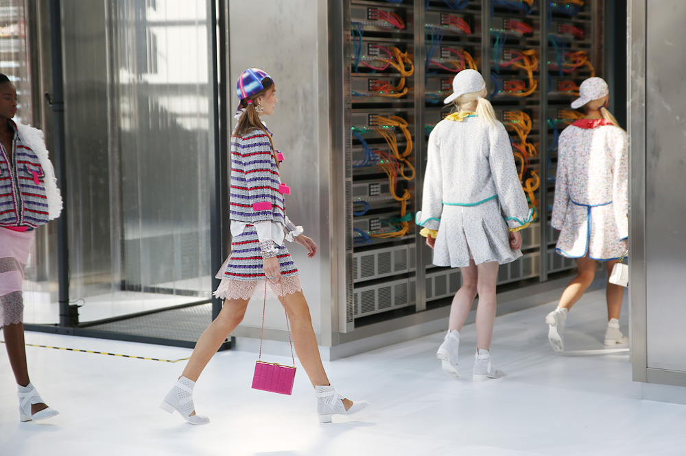 chanel_data-center-chanel_pfw-ss17_le-mot-et-la-chose_copyright-stephane-chemin_53